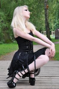 Maria Amanda - Gothic Doll [Zip]x5lr1mromp.jpg