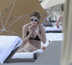 http://img172.imagevenue.com/loc155/th_312265988_Mischa_Barton_Bikini_Candids_on_the_Beach_in_Miami_December_27_2011_160_122_155lo.jpg