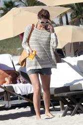 http://img172.imagevenue.com/loc23/th_312175810_Mischa_Barton_Bikini_Candids_on_the_Beach_in_Miami_December_27_2011_140_122_23lo.jpg
