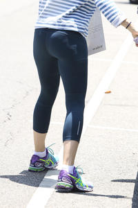 Jennifer Garner booty in tights while out in Brentwood 07-03-2014