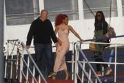 http://img172.imagevenue.com/loc491/th_107762418_RihannaW024_122_491lo.jpg