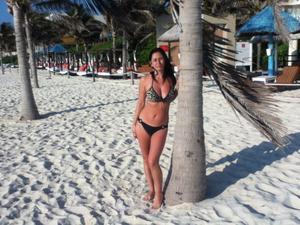 http://img172.imagevenue.com/loc596/th_687869844_my_gf_cancun_28_123_596lo.jpg